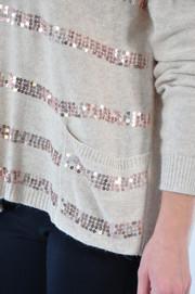 Sweter w cekinowe pasy z kieszonkami beżowy
