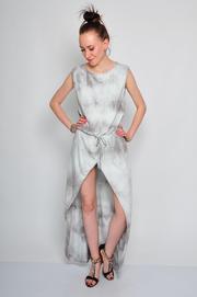 Sukienka maxi asymetryczna farbowana