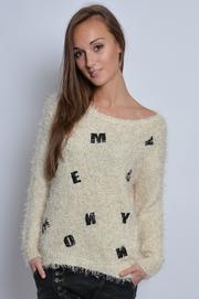 Puszysty sweterek w skórzane litery beżowy