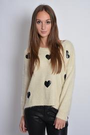 Sweterek w czarne skórzane serca