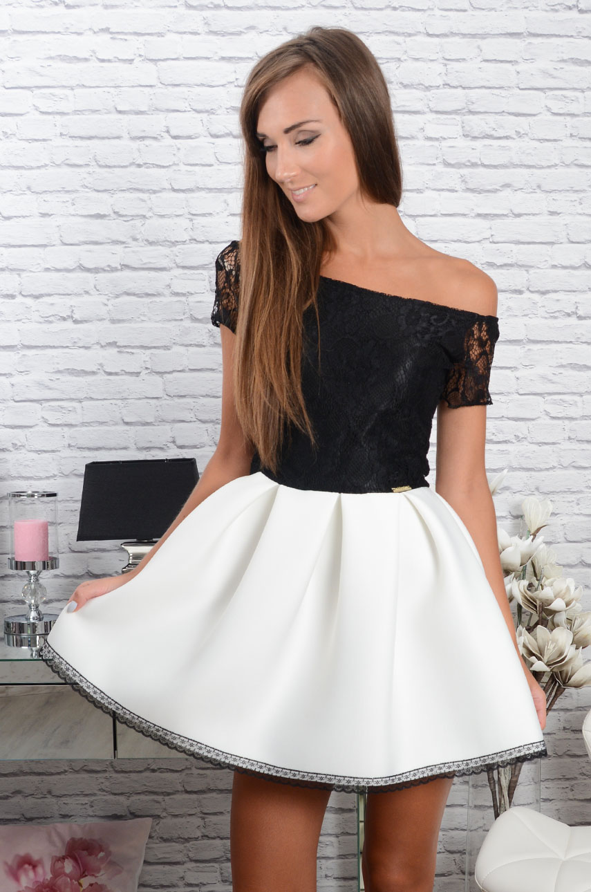 SUKIENKA ROZKLOSZOWANA CZARNO BIAŁA w Suknie i sukienki – Suknie i sukienki SUKIENKA ROZKLOSZOWANA CZARNO BIAŁA. 3 trendy w sukienkach na jesień | Blog.