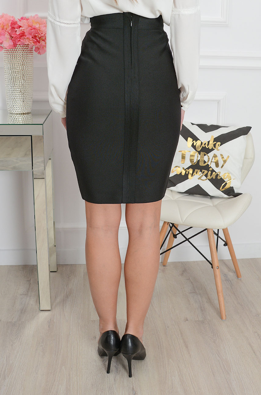 Čierna elegantná sukňa Tiana