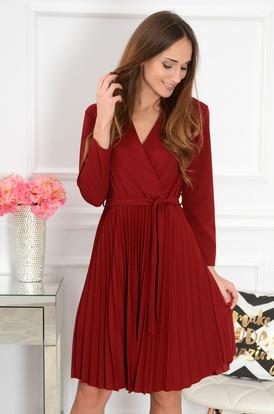 1bf3eaab76 Sukienka plisowana kopertowy dekolt Kiss burgund ...