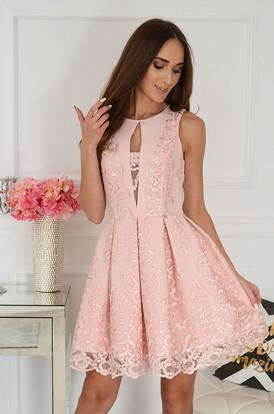 0ed08b83ce Sukienka rozkloszowana z gipiurą pudrowy róż Milagre ...