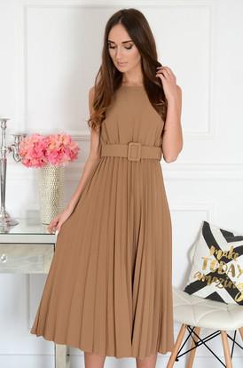 3aac194183e92 Sukienka midi z paskiem plisowana kamel Melitta ...