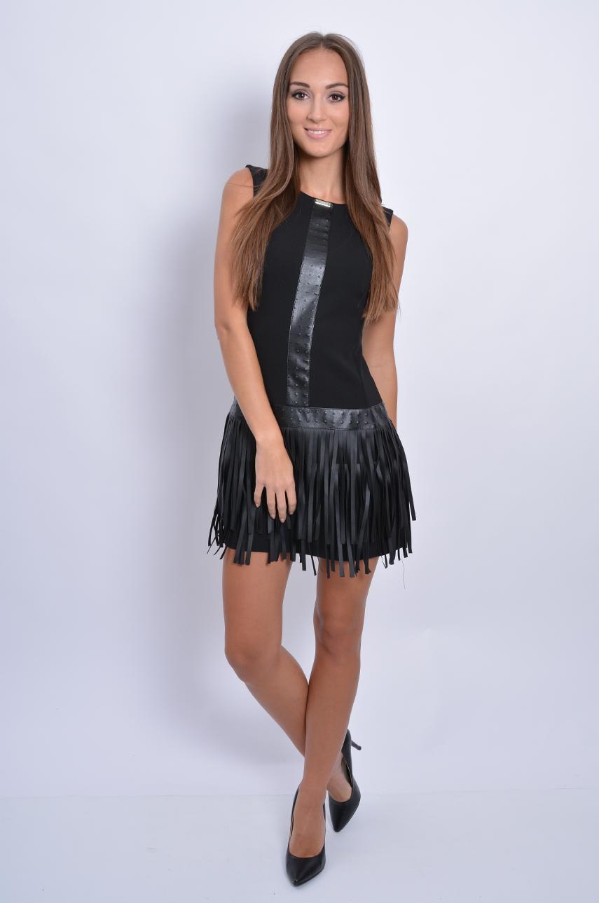 39b26986df Sukienka z frędzlami i wytłaczaną skórką czarna - Cocomoda.pl...
