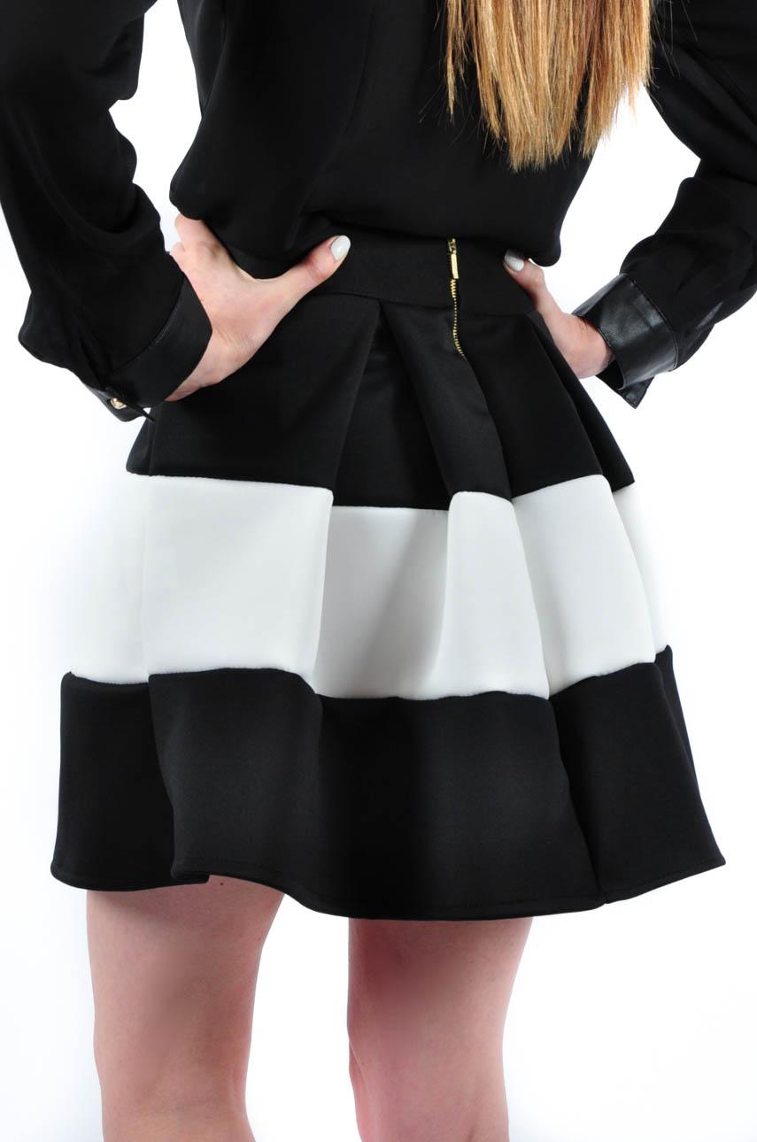 bae9878d Spódniczka czarno-biała rozkloszowana