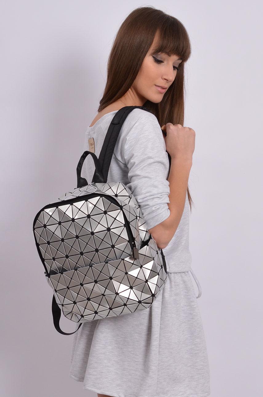 70a6a11669623 Stylowy plecak geometric srebrny - Cocomoda.pl - odzież damsk...