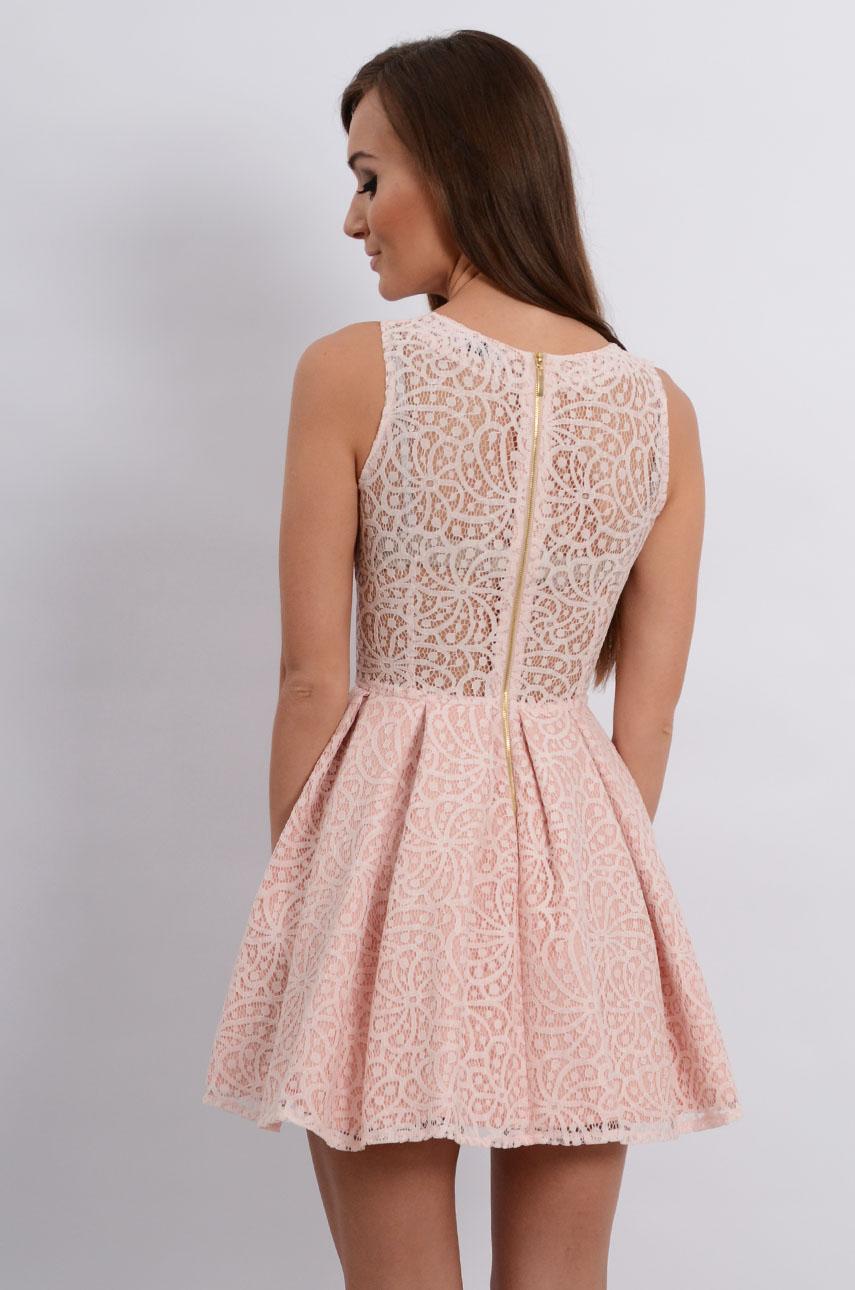 78522ab8bd Sukienka rozkloszowana z koronki pudrowy róż - Cocomoda.pl - ...