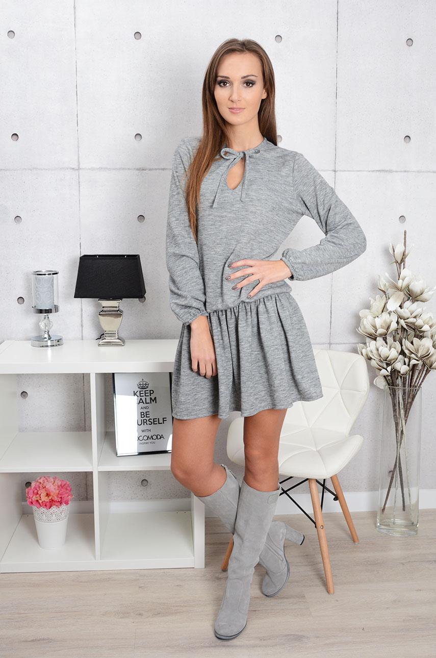 dd566f46a831 Dzianinowa sukienka z wiązaniem i falbaną szara - Cocomoda.pl...