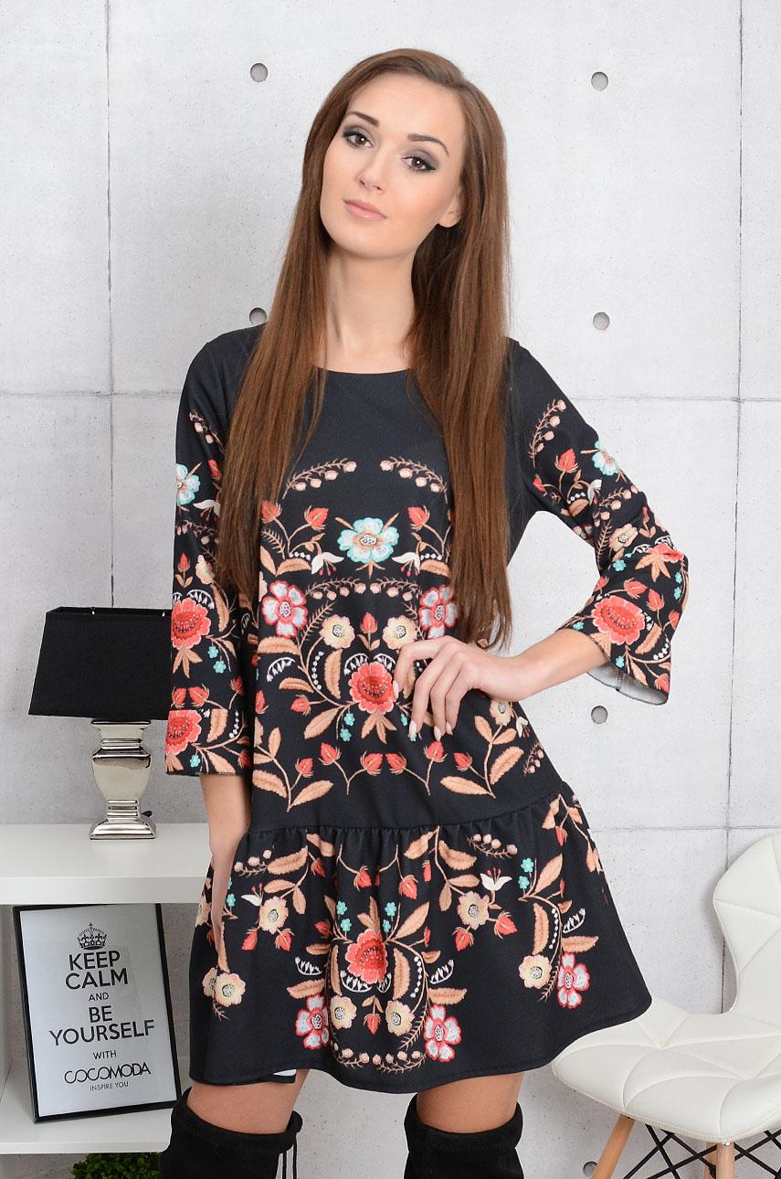 c49ad9e088 Sukienka z falbaną w folkowe wzory czarna - Cocomoda.pl - odz...