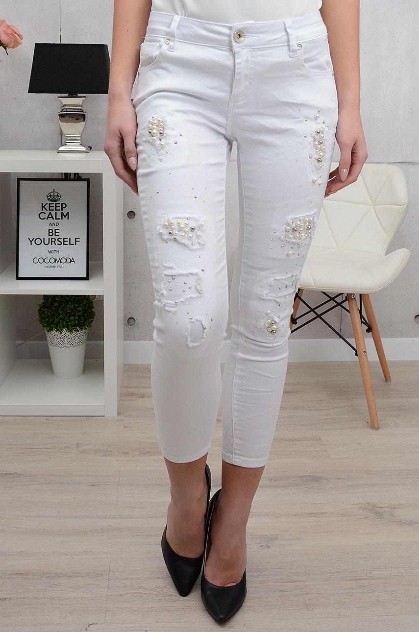 Spodnie jeansowe z perłami i dziurami białe