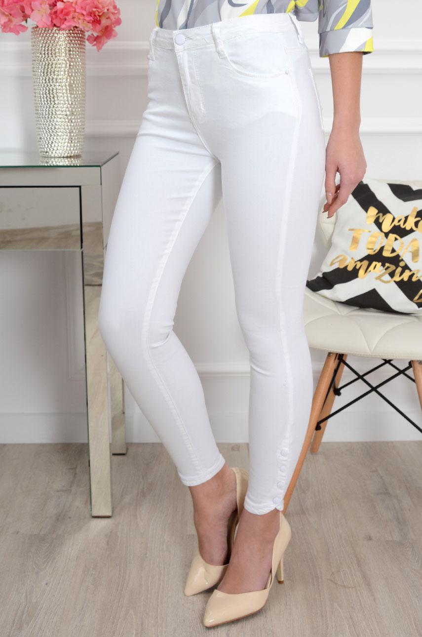 8d185ca6c9 Spodnie jeans z napami na nogawkach 7 8 białe - Cocomoda.pl -...