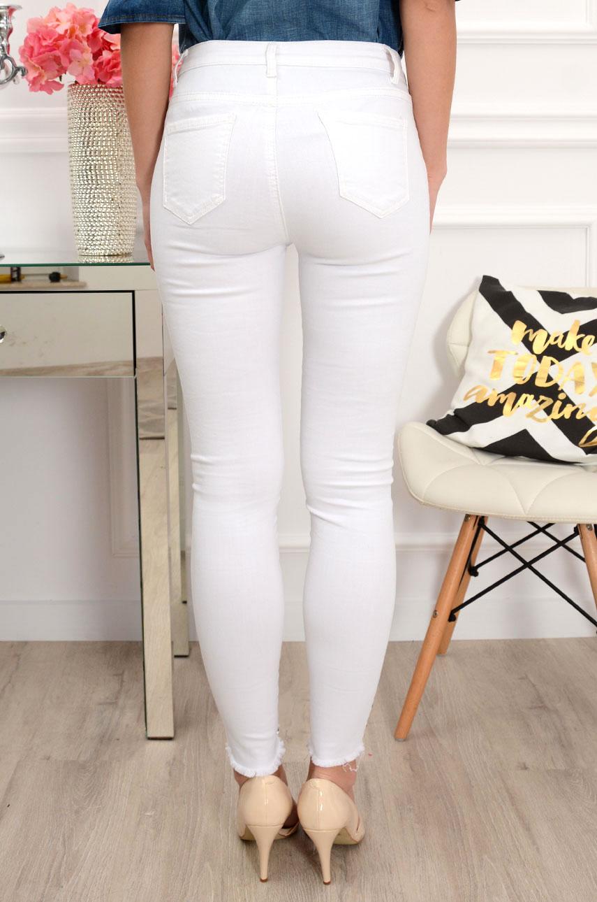 Spodnie jeans postrzępione z perłami białe