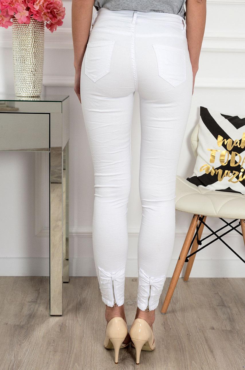 6342614a85 Spodnie jeans z kokardkami i zamkami białe Sklep cocomoda.pl