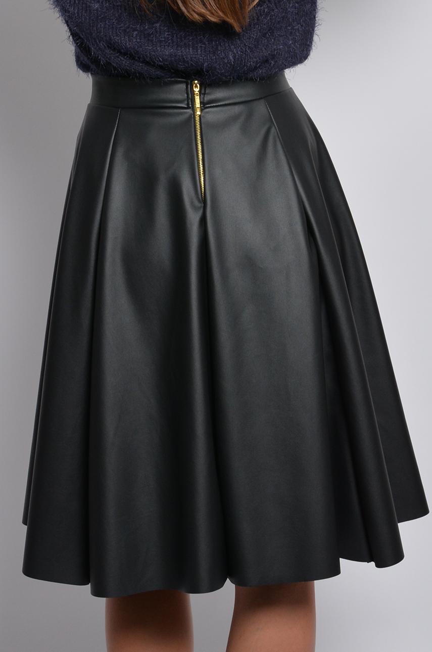 Rozkloszowana skórkowa spódnica czarny