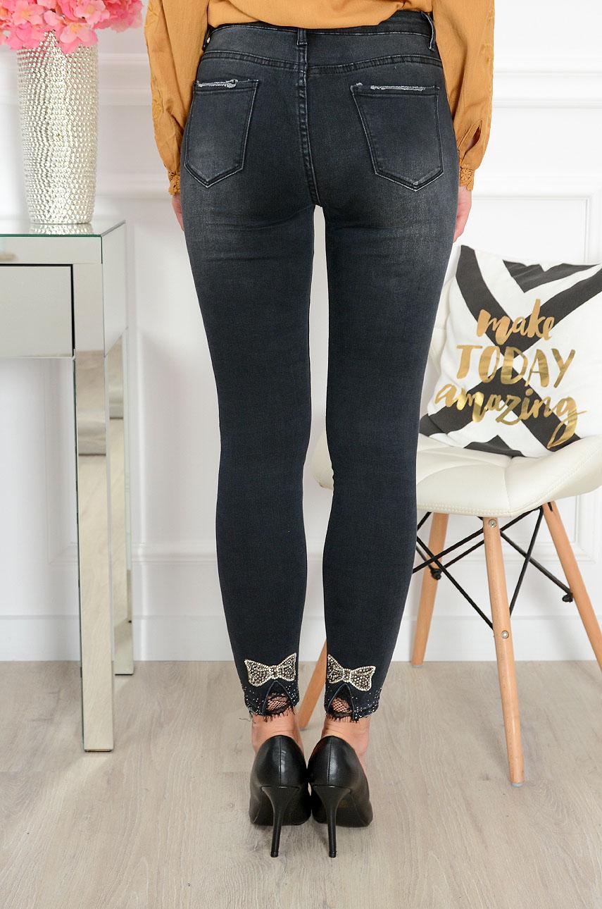 4a10f9f46f830b Spodnie jeans rurki z dżetową kokardką czarne Sklep cocomoda.pl