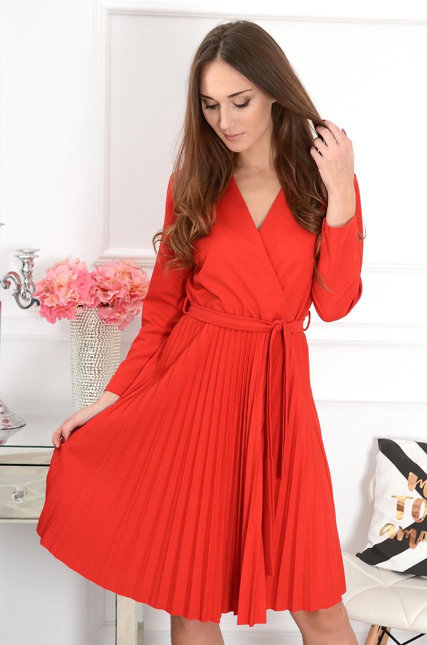 8c3229f442 Sukienka plisowana kopertowy dekolt Kiss czerwona - Cocomoda....
