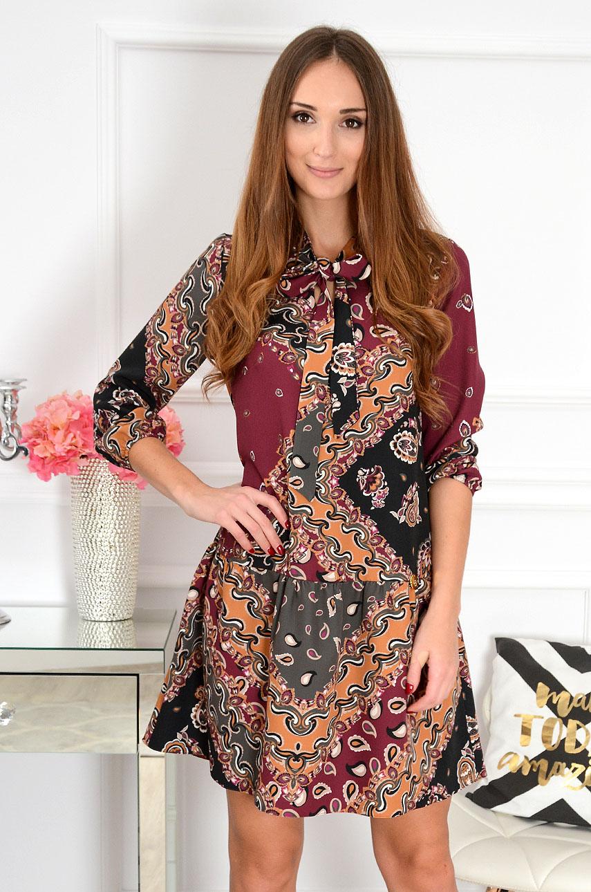Sukienka z falbaną i wiązaniem Mira we wzory Rozmiar: S