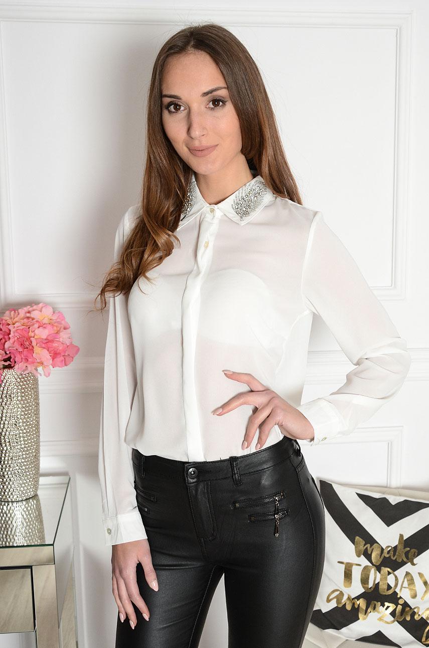 Bluzka koszulowa z cyrkoniowymi piórami biała Rozmiar: M/L