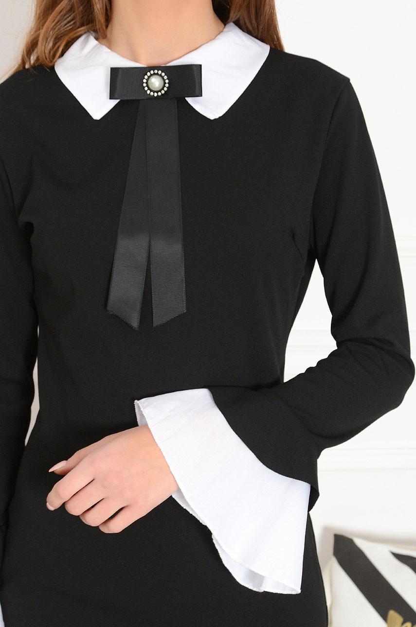 1cee35d335 Elegancka sukienka z broszką czarna Grande