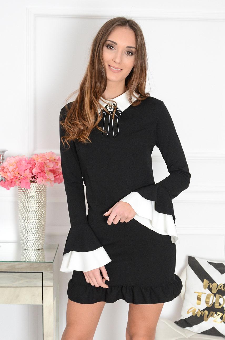 f122208408 Elegancka sukienka z broszką czarna Grande 2