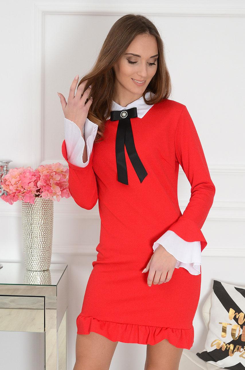 84a4453432 Elegancka sukienka z broszką czerwona Grande