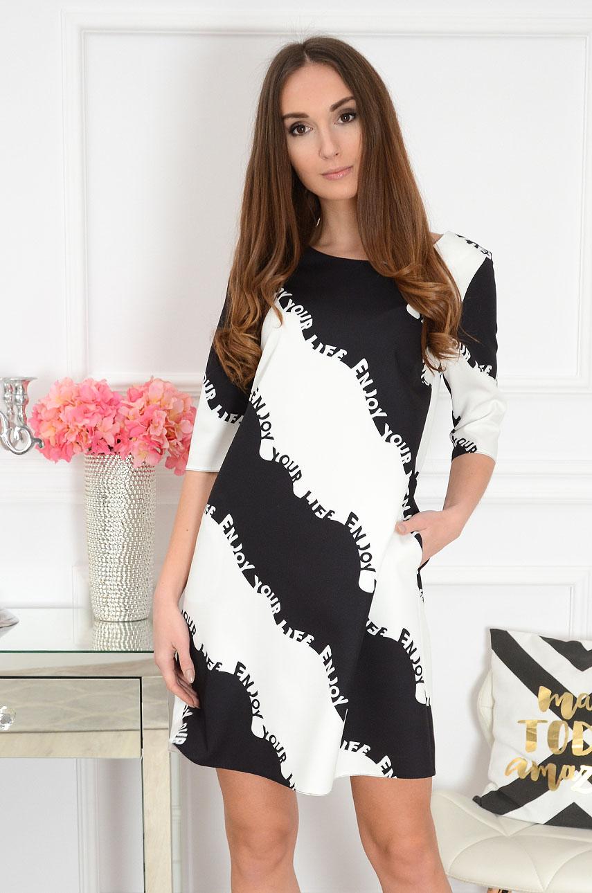 5ccb98a6ed Sukienka trapezowa w czarno-białe fale. Sklep internetowy coc...