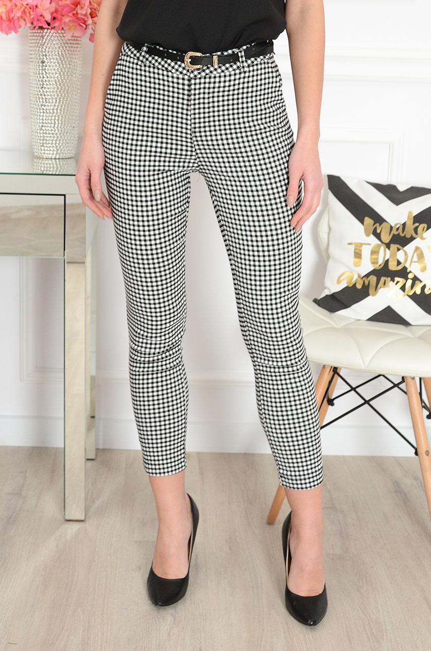 5235b48d25 Eleganckie spodnie w czarno-białą kratkę Sklep cocomoda.pl