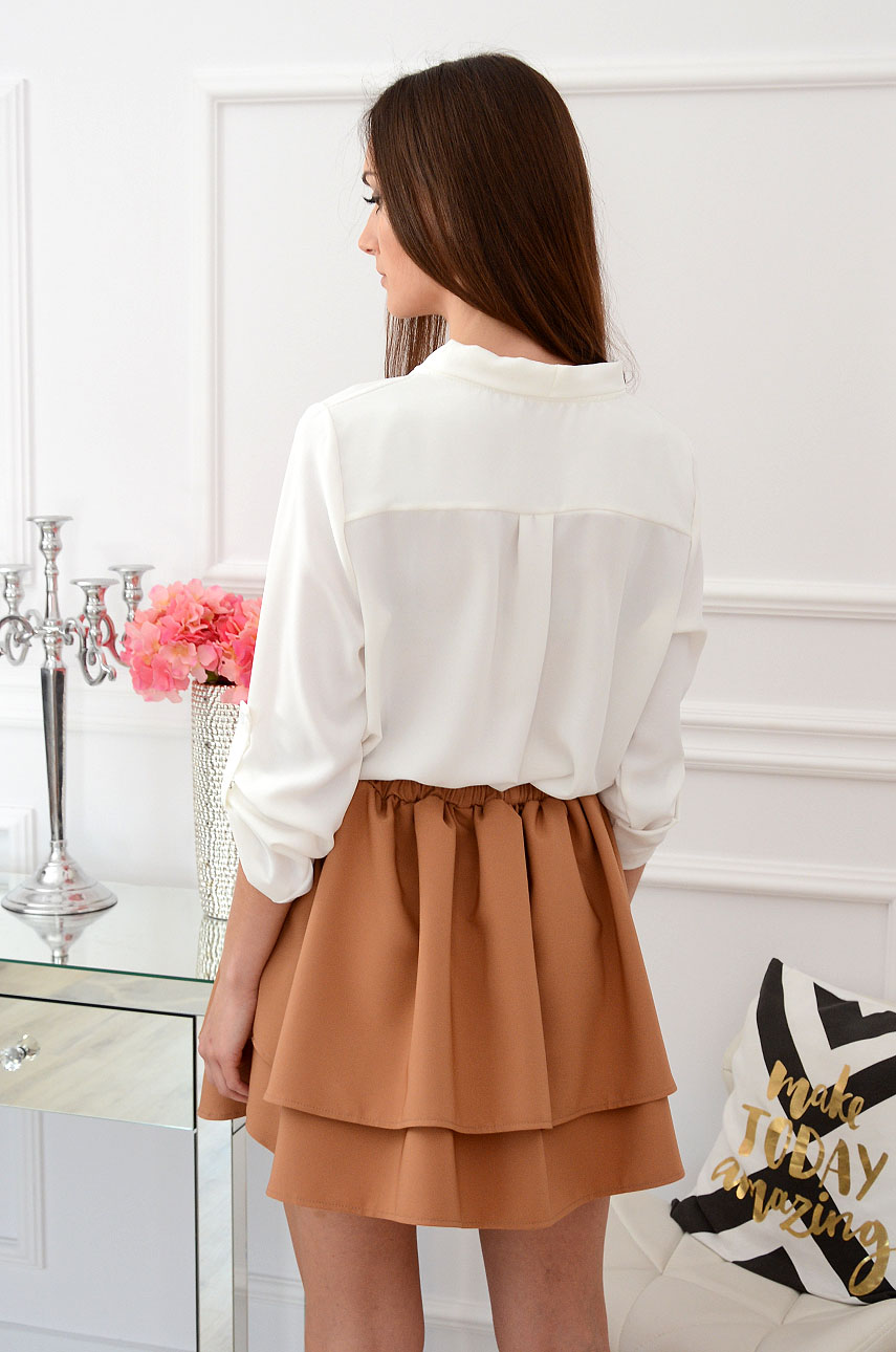 86894d3be04010 Elegancka bluzka z zakładką biała Sklep internetowy cocomoda.pl