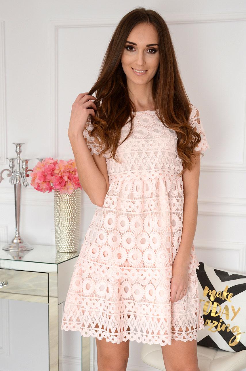 Sukienka z koronkowych falban pudrowy róż Montana Rozmiar: S