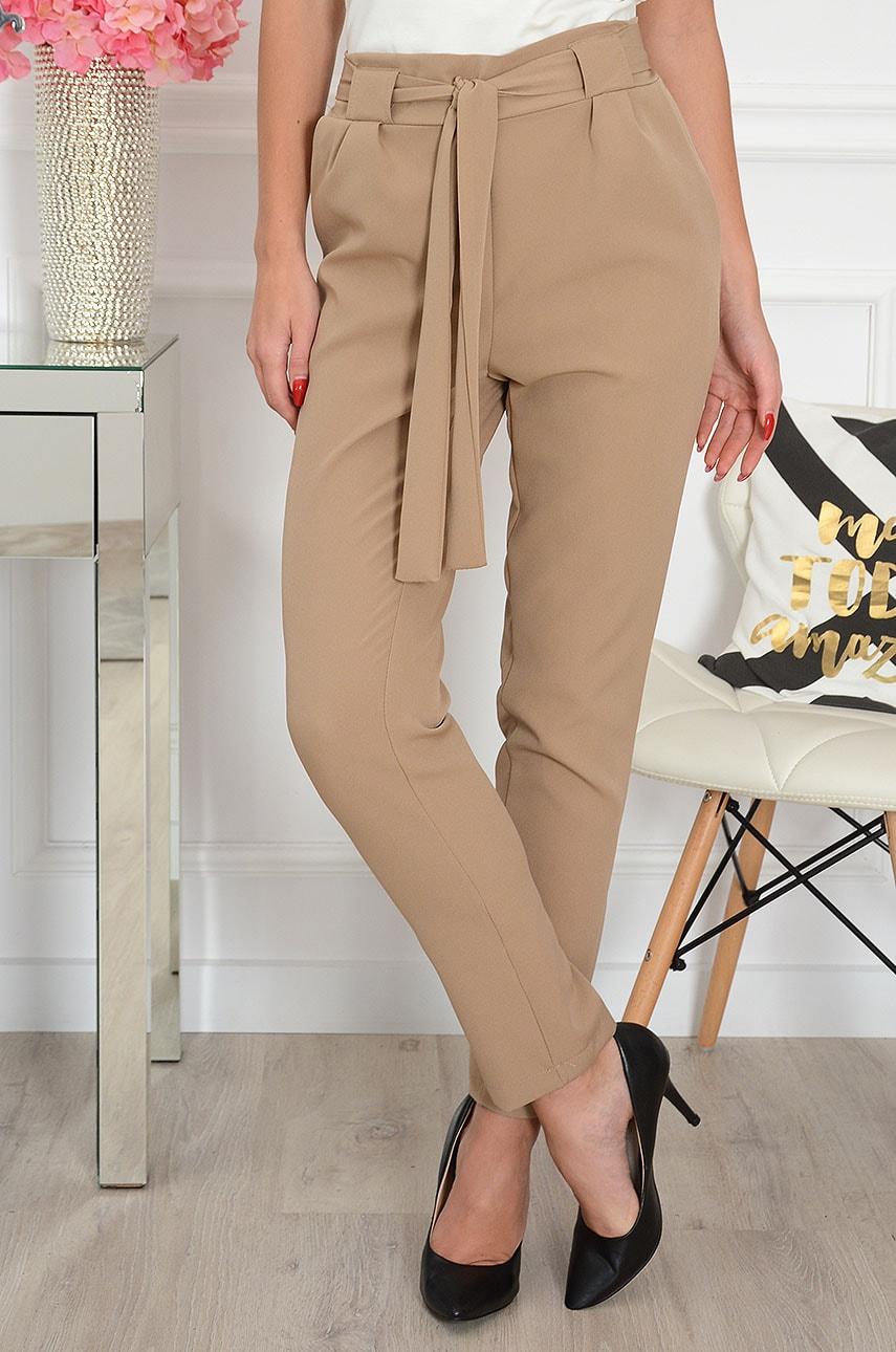 Eleganckie spodnie z falbaną i wiązaniem kamel Sydney Rozmiar: L