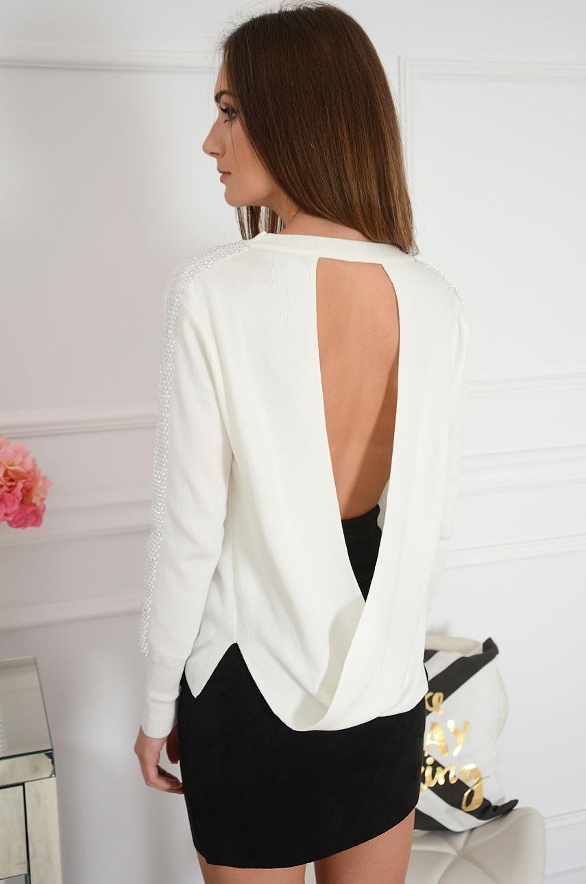 Sweterek przeplatany tył z dżetami kremowy Calma Rozmiar: S/M