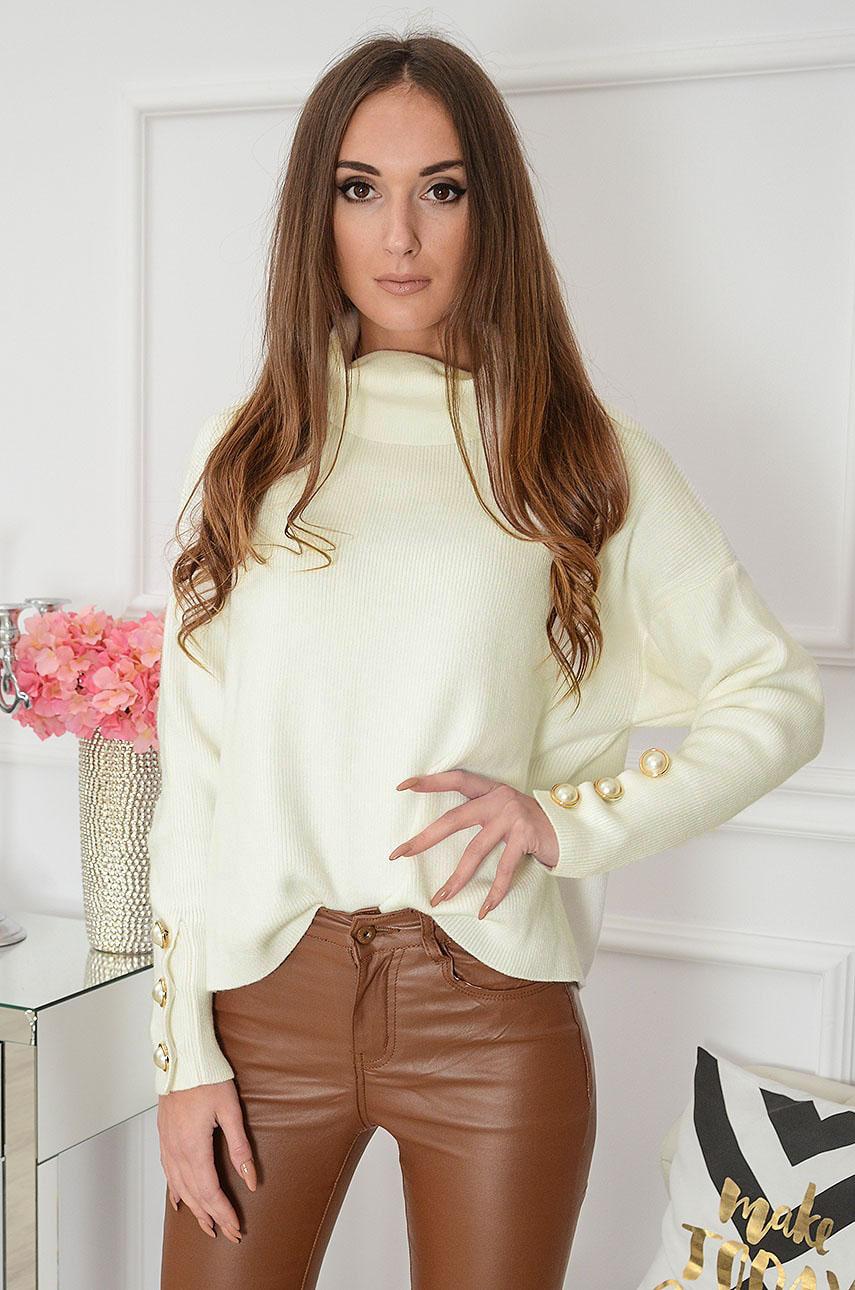 Elegancki sweter golf z perłowymi guzikami kremowy Prima Rozmiar: UNI