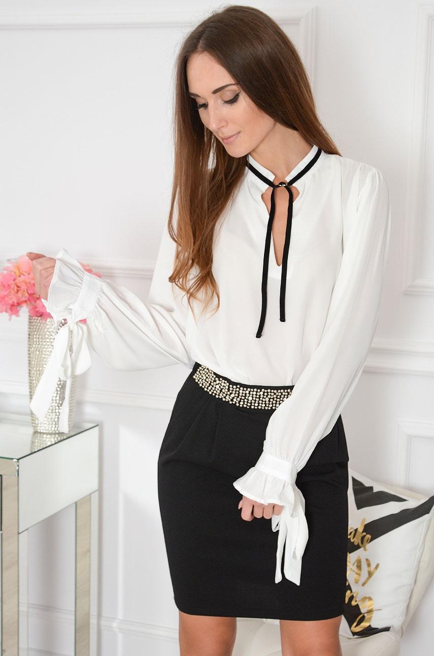Elegancka bluzka oversize z chokerem biała Pascco Rozmiar: S