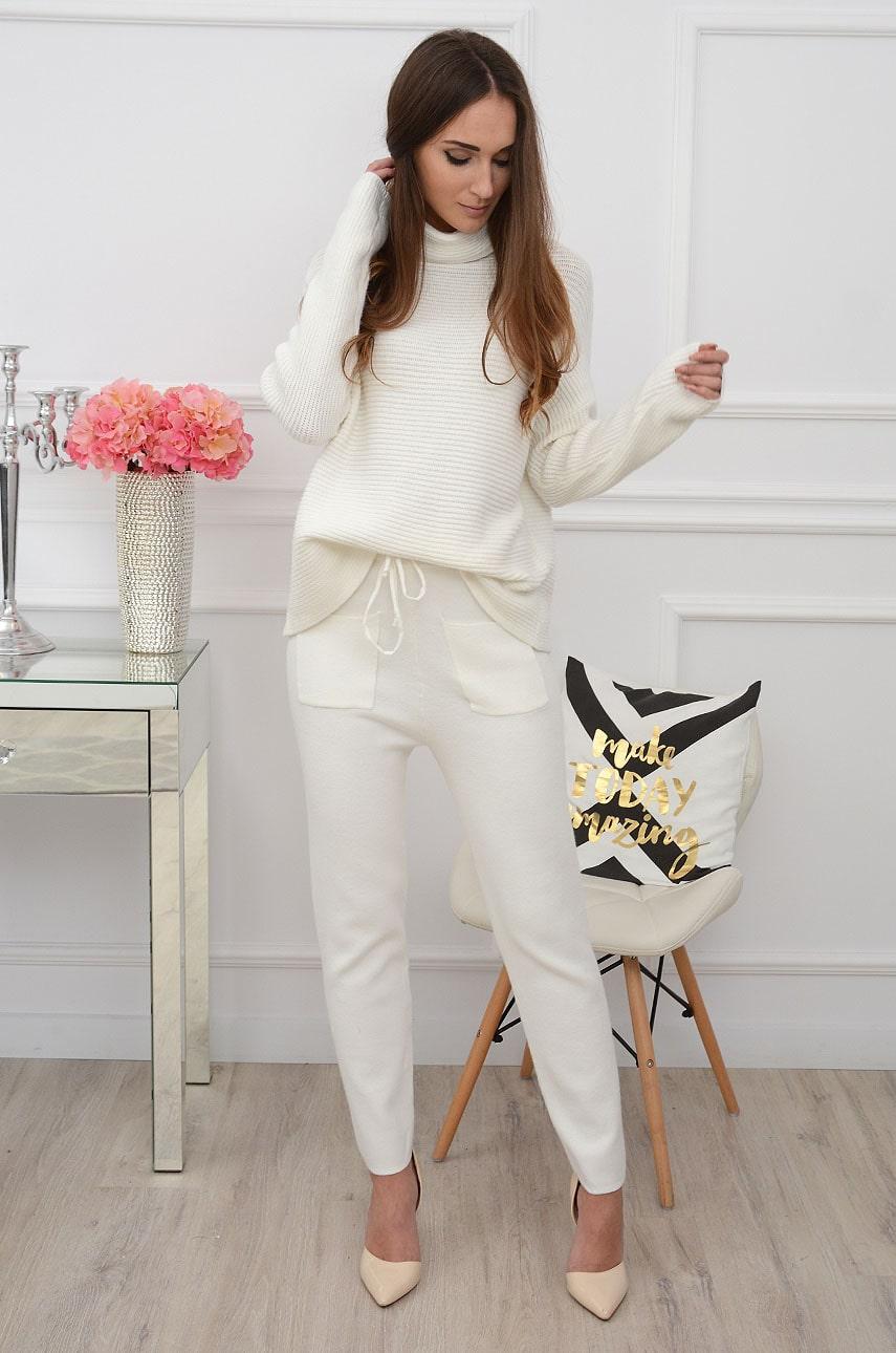 Komplet dresowy sweterkowy golf+ spodnie biały Antartis Rozmiar: UNI