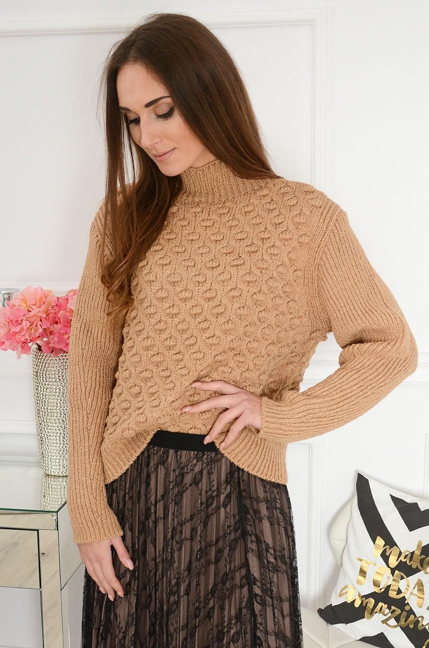 Sweter wytłaczany z półgolfem grochy 3D kamel Evan Rozmiar: UNI