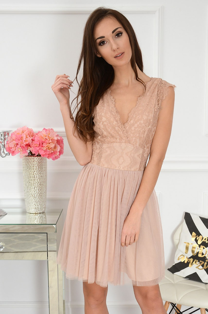 Sukienka z koronki i tiulu kopertowy dekolt brudny róż Cezire Rozmiar: L