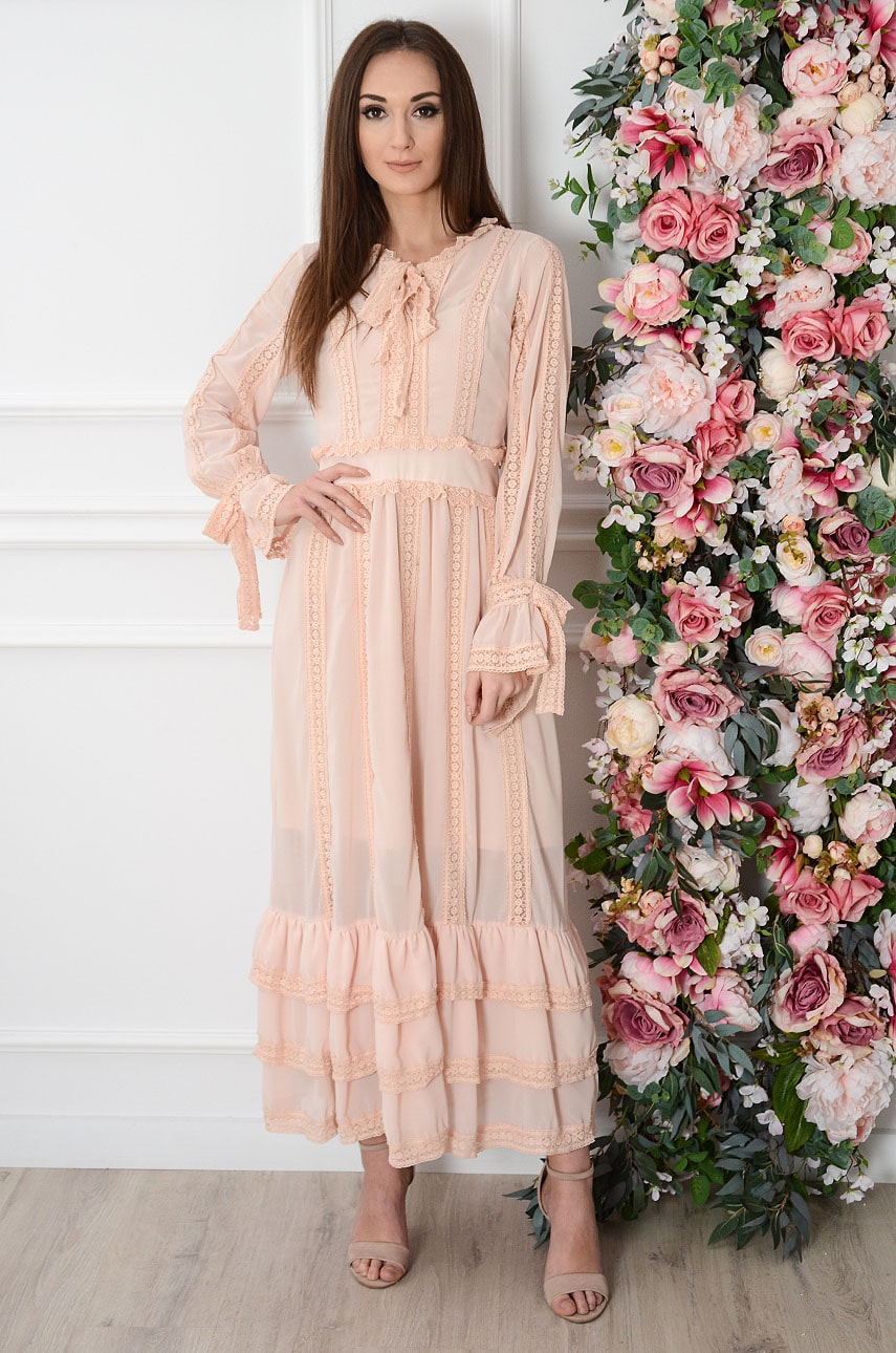 Sukienka maxi boho z koronkowymi wstawkami pudrowa Achacja Rozmiar: S
