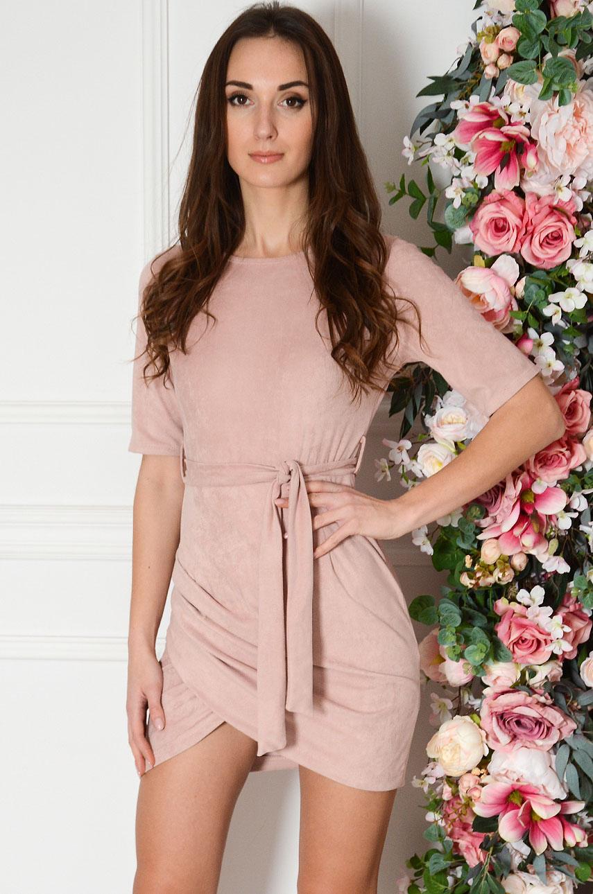 Sukienka zamszowa z marszczeniem i wiązaniem pudrowy róż Jessi Rozmiar: UNI