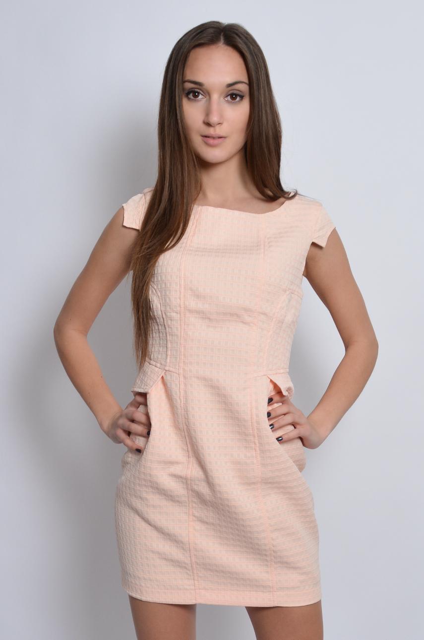 Sukienka wytłaczana z patkami morelowa Rozmiar: XL
