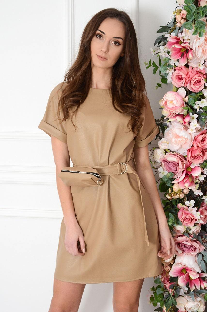 Sukienka trapezowa skórzana z nerką jasny kamel Redemes Rozmiar: UNI