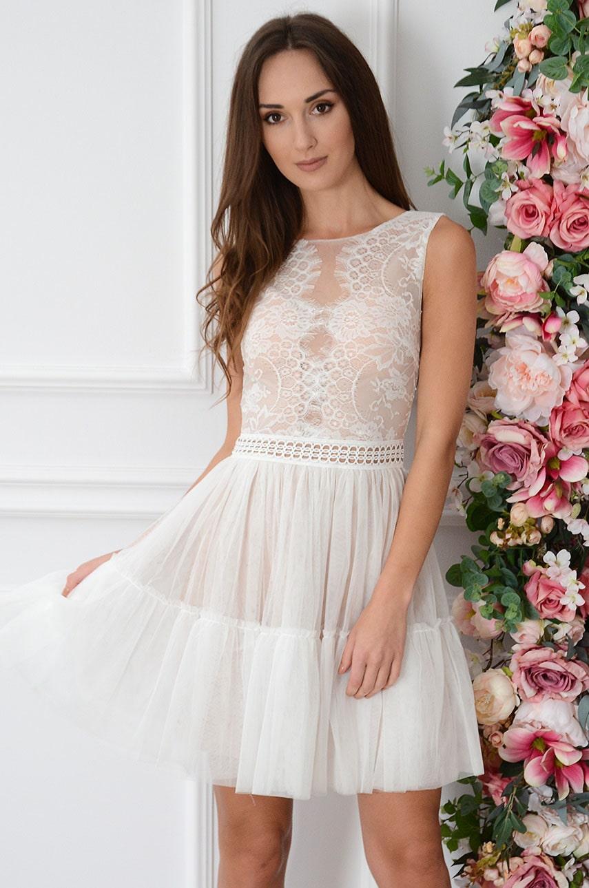 Sukienka z koronki i tiulu z falbaną biało-beżowa Assia Rozmiar: S