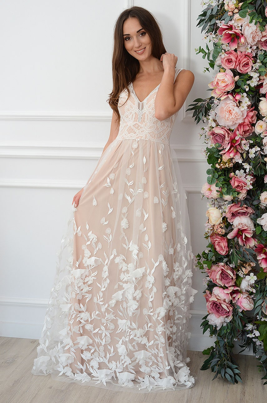Sukienka maxi haftowany tiul kwiatuszki 3D biało-beżowa Diana Rozmiar: XL