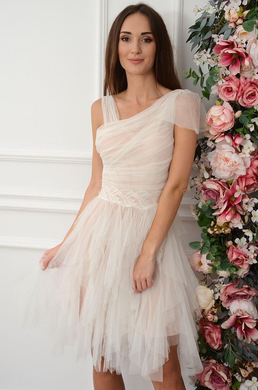 Sukienka z tiulowych falban z marszczeniem i koronką biało-beżowa Tully Rozmiar: M