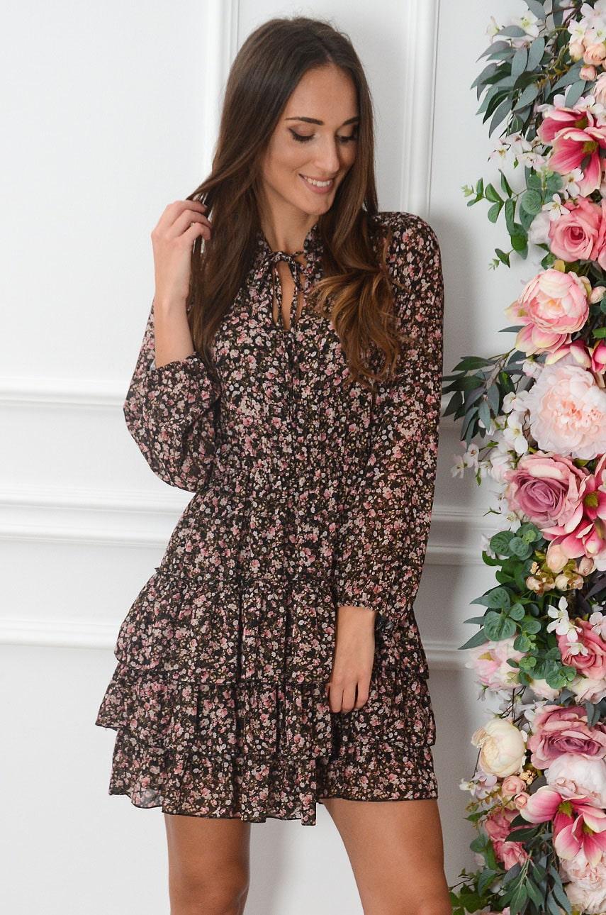 Sukienka z falbankami i wiązaniem w pudrowe kwiatuszki czarna Magli Rozmiar: UNI