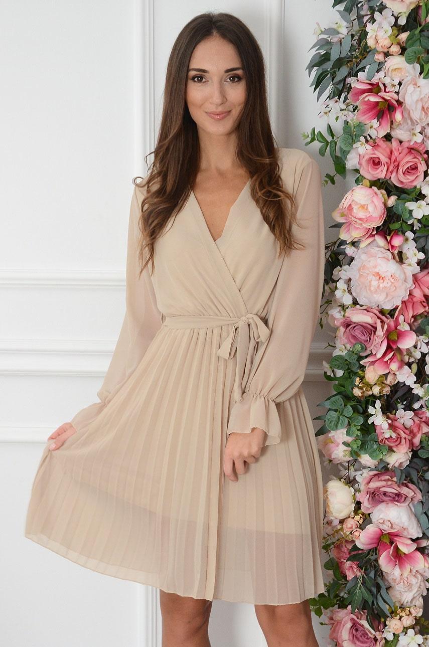 Sukienka plisowana kopertowy dekolt beżowa Salina Rozmiar: UNI
