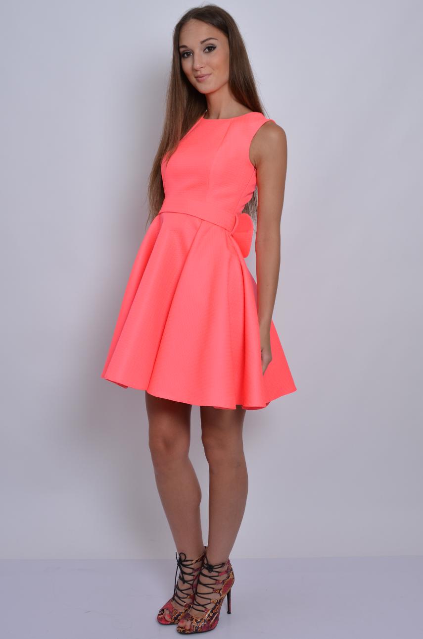 a8cbb14a52 Sukienka rozkloszowana z kokardą neonowy róż - Sklep cocomoda.pl