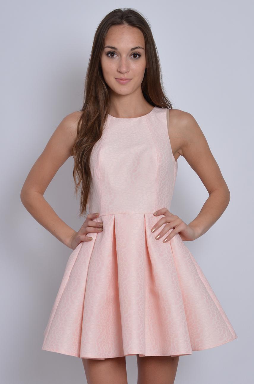 e8313b432927 Sukienka rozkloszowana w zakładki żakardowa pudrowa - Cocomod...